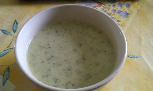 Italian-style courgette and parmesan soup