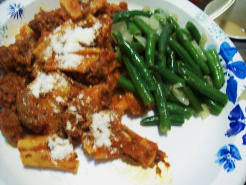 Rigatoni with meat sauce & green beans