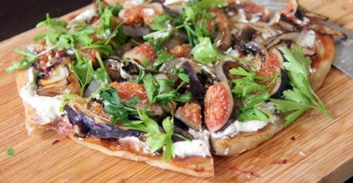 Fresh Fig and Balsamic Onion Flatbread Pizza