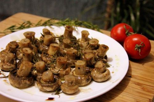 Rosemary and Balsamic Baked Button Mushrooms