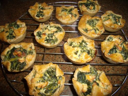 Spinach and cream cheese pastries