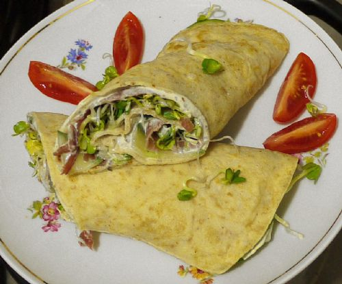 Wraps with cucumber,ham and sprouted filling