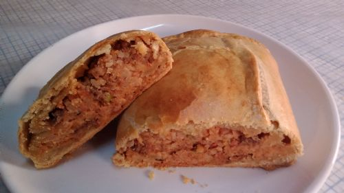 Minced beef, rice and veg in a short pastry roll