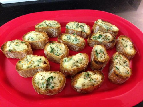 Cheesy Basil Bread Rounds