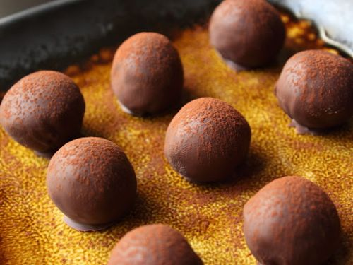 Chocolate Rum Balls (alcoholic)