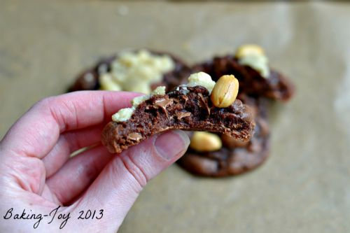 Chocolate Peanut Crumble Cookies