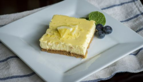 Low-Fat Lemon Cheesecake Bars