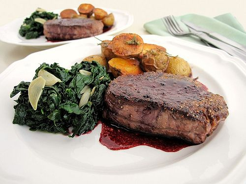Pepper-Crusted Filet Mignon with Red Wine Fig Sauc